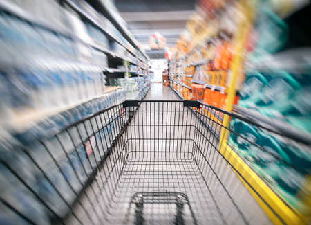 The shopping cart in the supermarket is blurry, Department store 스톡 콘텐츠 - 153942593