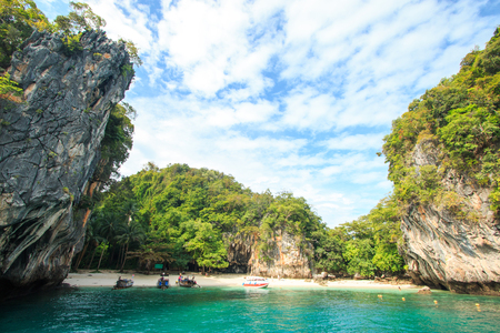 Some island near the Koh hong (Hong island) Krabi, Thailand. Surrounded by turquoise waters. Banco de Imagens - 90029596