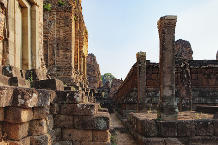 Walls of the The Pre Rup temple in Angkor Complex, Siem Reap, Cambodia. It has two enclosing walls and three tiers and was dedicated to the Hindu god Shiva. Ancient Khmer architecture. Stock Photo