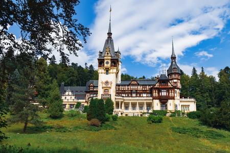 Château de Peles, protégé par le site du patrimoine mondial de l'Unesco, situé à Sinaia, Transylvanie, Roumanie.