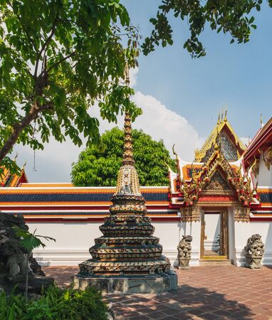 Classical Thai architecture of Wat Pho public temple, Bangkok, Thailand. Wat Pho known also as the Temple of the Reclining Buddha. Standard-Bild