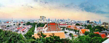 Panorama view of Wat Saket and Bangkok from Golden Mountain on sunset cloudy sky, Thailand 版權商用圖片