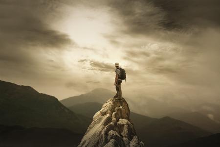 hombre solo: El Hombre en la Summite Foto de archivo