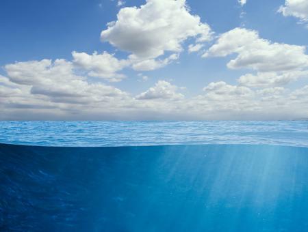 Bajo el fondo del océano Foto de archivo - 33534156