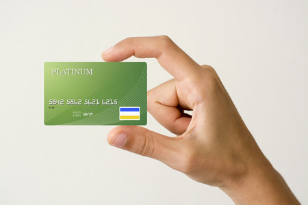 緑のクローズ アップ クレジット カード折り畳み手で。 写真素材