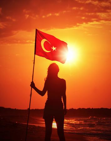 Vrouw Die Turkse vlag