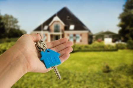 bienes raices: teclas con concepto de la casa