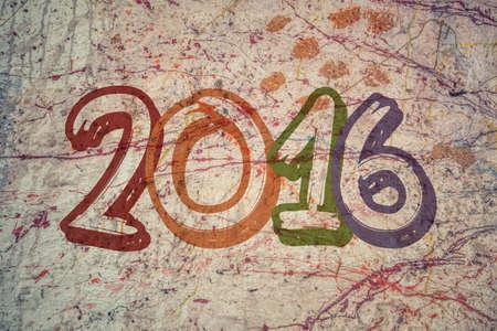 pintor: La construcci�n de pintor cuelga de arn�s de pintura de una pared con las palabras Feliz A�o Nuevo 2016