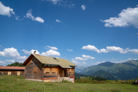 Wooden old bungalow house in nature. Rize, Turkey Stockfoto