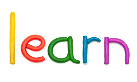 Alfabeto lettera utilizzando plastilina in modo da formare la parola IMPARARE