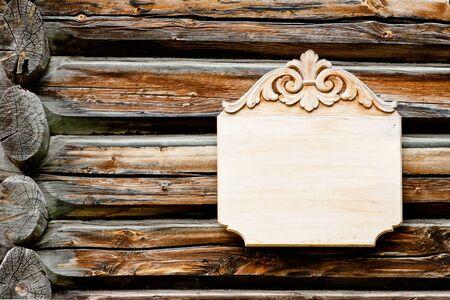 clavados: señal de madera vacía en el fondo de madera Foto de archivo