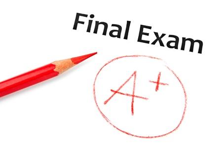 Red Bleistift und Testergebnis auf weiß, Education-Konzept Standard-Bild - 15623868