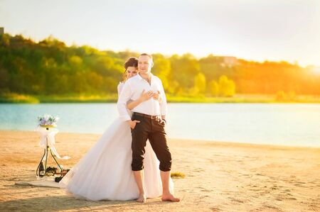 Romantic wedding couple on the shore. Close up and copy space. Standard-Bild
