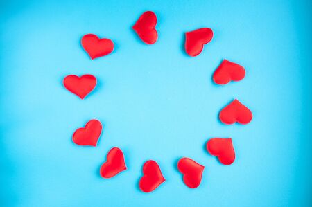 Flat lay of the picture by February 14th. Miniature hearts for Valentines Day. Stockfoto