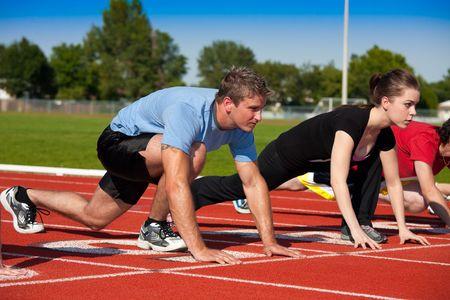 Runners on the starting line.   Selective focus on first runner. 免版税图像
