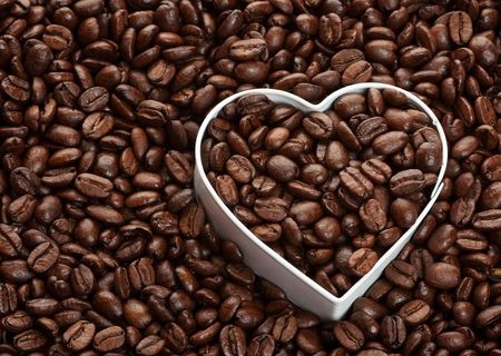ハートの形でコーヒー豆の背景。コーヒー愛好家の概念。 写真素材