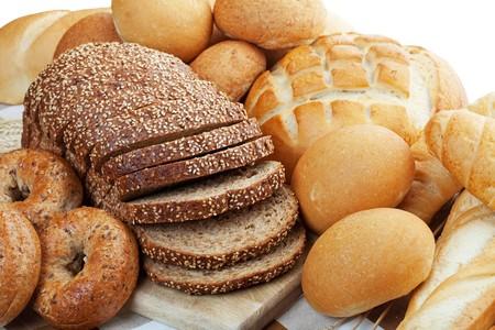prodotti da forno: Un assortimento di pane appena sfornati.  Poca profondit� di campo. Archivio Fotografico
