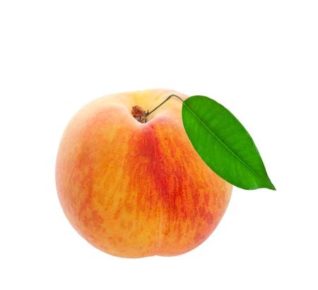 白い背景の上の葉摘みたての桃がまだショットを添付
