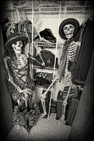 Dois esqueletos se divertindo no arm Imagens