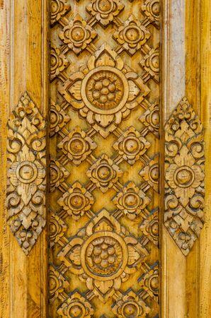 talla en madera: talla en madera en el templo de Tailandia
