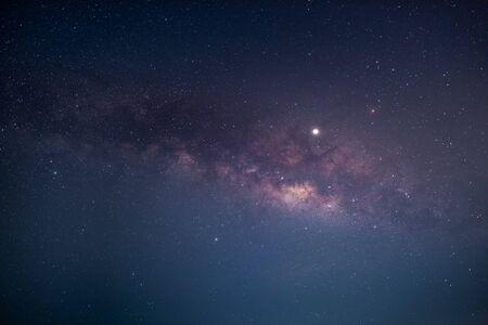 cielo nocturno con galaxia de la vía láctea
