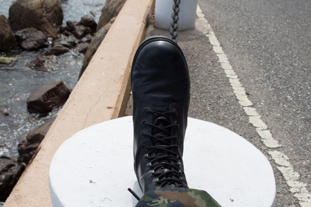 uniform green shoe: Military boots right