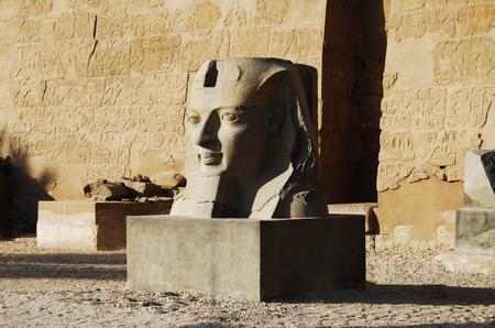 Statue à l'extérieur du temple principal de Louxor, Egypte