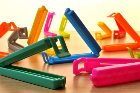 barrettes: set of colored pegs that are used for storing food