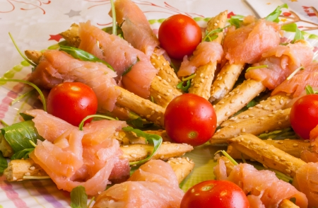 fish exhibition: Dietary dishes served at the table, with salmon, tomatoes, shrimp, arugula and olives