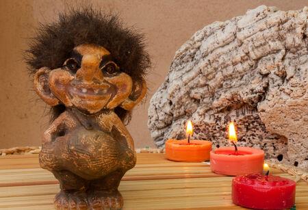 gnomos: estatuillas que representan gnomos y otras criaturas mágicas del bosque