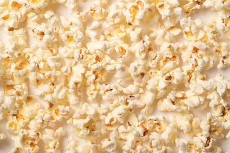 Popcorn pattern on white background. Flat lay. Banco de Imagens