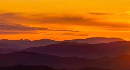 Beautiful sunrise over the Apennine mountains. 版權商用圖片