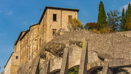 A medieval castle from the 12th century can be found in Cusercoli, a small town in central Italy. Redactioneel