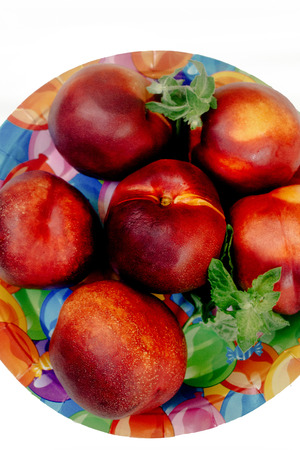 picknick: delicious nectarines and peaches on colorful plate appetizer, picnic outdoors, catering buffet at summer celebration Stock Photo