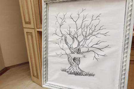Frame met boom voor de gasten vingerafdrukken. Idee voor het huwelijksboomvingerafdruk Stockfoto