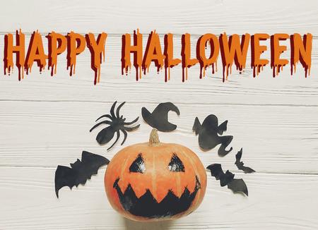 Glücklicher Halloween-Text. Steckfassungslaternekürbis Mit ...