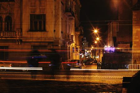 evening traffic lights on the street road in european city 版權商用圖片