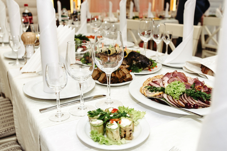 stylish fashionable decorated table with glasses and delicious food, celebration wedding, catering in the restaurant 免版税图像 - 104926653