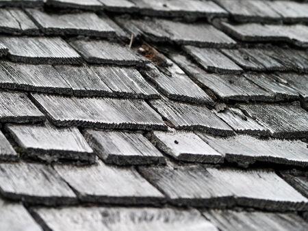 shingles: Tejas de techo de tejas Foto de archivo