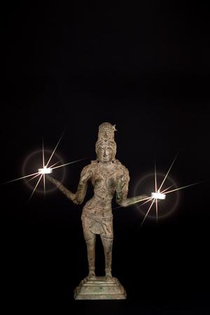 Traditioneel Bronzen Beeld Van Lakshmi Bij Kaarslicht ...