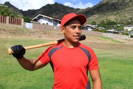 야구 선수는 동네 공원의 외야수 미소 스톡 콘텐츠