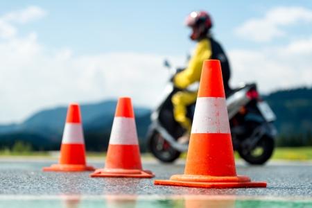 manejando: Motocicleta escuela de formaci�n