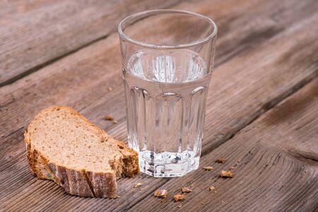 bread mold: Bread an Water