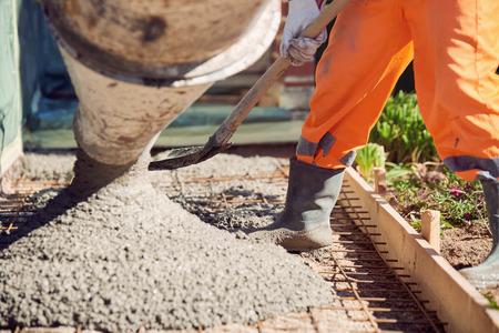 cemento: El vertido del hormigón durante el hormigonado plantas comerciales de la construcción