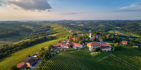Kog panorama - village in the hills northeast of Ormož in northeastern Slovenia Imagens