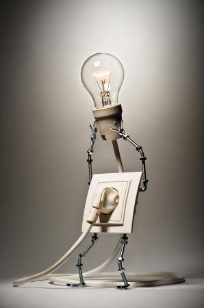 bombillo ahorrador: Socket sostiene la l�mpara incandescente enchufado en s� mismo