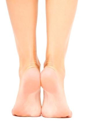 手入れが行き届いている女性足に孤立した白い背景