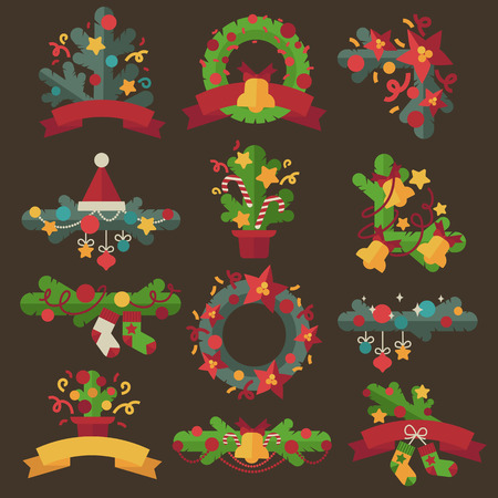 evergreen wreaths: Christmas wreaths with twigs or evergreen tree, ribbon bows and red berries for holiday decoration. Design for december celebration Xmas or New Year. Set of flat illustration isolated.
