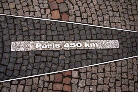 kilometraje: Registrarse en el terreno con el n�mero de kil�metros de Par�s. Foto hecha en Baden-Baden, Alemania  Foto de archivo