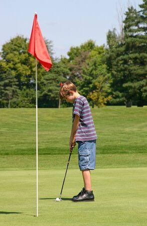 teen golf: El Poner Del Muchacho